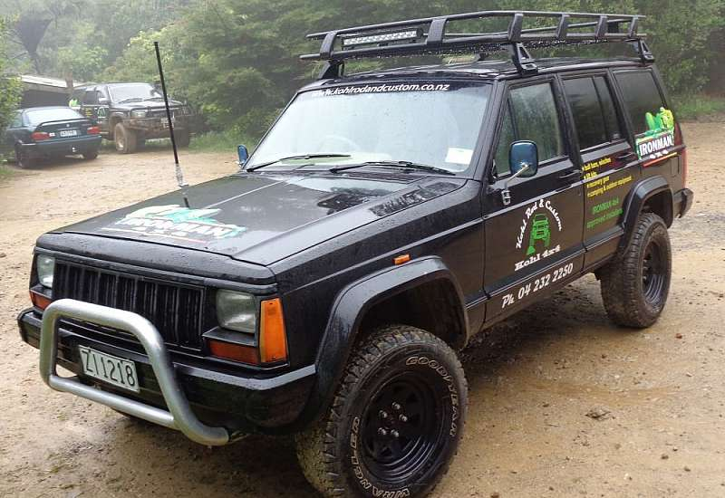 XJ Jeep with Ironman 4x4 nitro lift kit